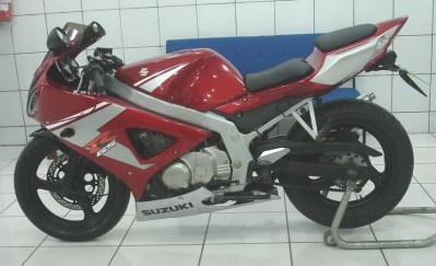 GS500Carenada (4)