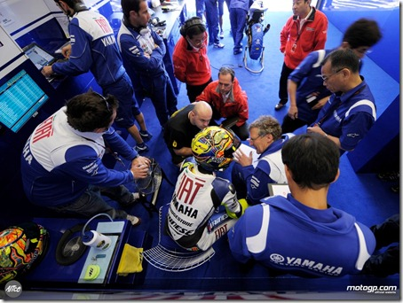 213088_Valentino Rossi and his crew in the Fiat Yamaha garage-1280x960-mar29_jpg__original_original