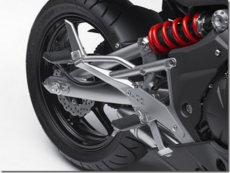 2011_Kawasaki_Ninja_650R_Rear_Shock_View