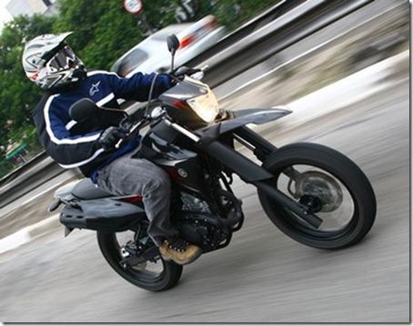 lander-xtz250x-motard-lado2