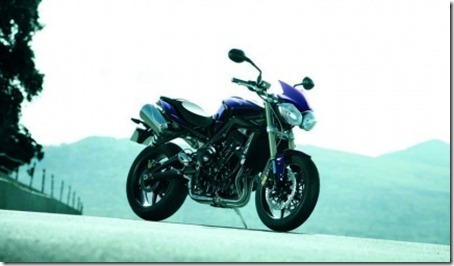 normal_triumph_street_triple_2012_01