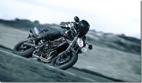 normal_triumph_street_triple_2012_07