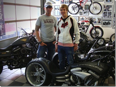 sebastian-vettel-orders-custom-motorcycle-to-celebrate-title-33404_4