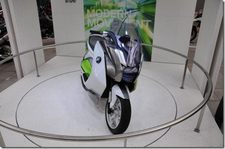 BMW-E-Scooter-Concept-Frankfurt-2011-04-640x424