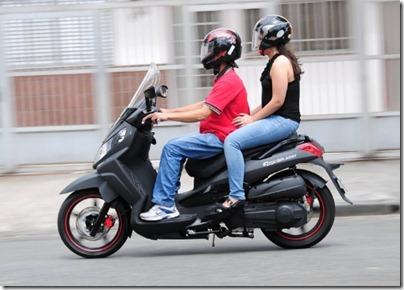 moto-com-garupa-1322858298977_560x400