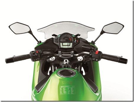 12EX650F_Rider_POV_site-20120622-130544