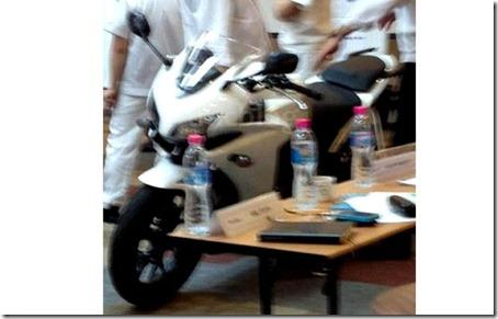 Honda-CBR500-2013_640x408