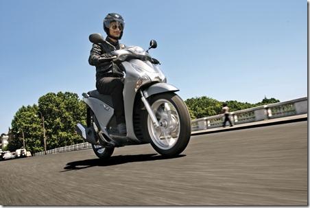 hondas-133mpg-sh125-scooter-0