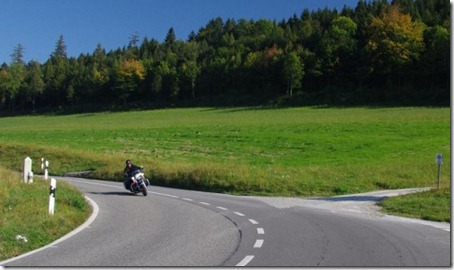 governo_da_suica_publica_recomendacoes_de_infraestrutura_para_melhorar_a_seguranca_dos_motociclistas_0_m