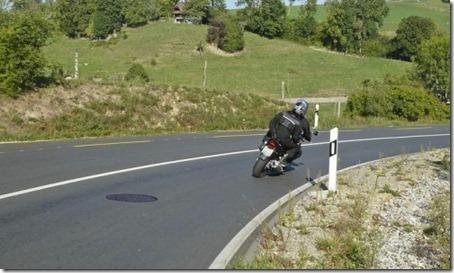 governo_da_suica_publica_recomendacoes_de_infraestrutura_para_melhorar_a_seguranca_dos_motociclistas_1_m